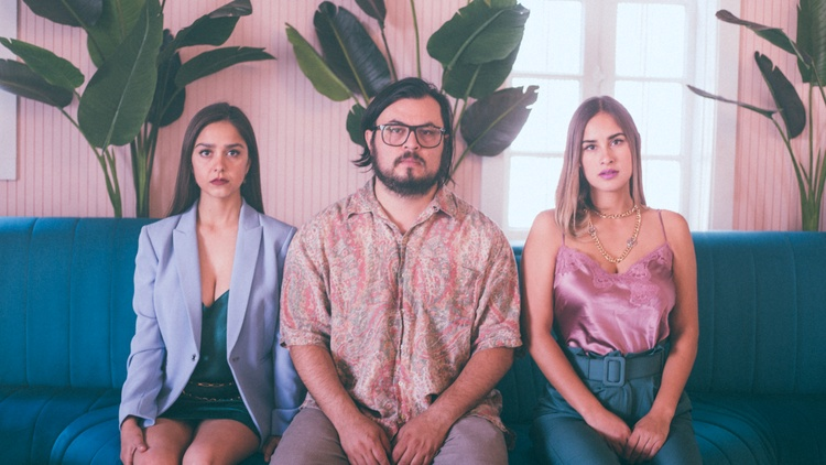 Estereomance emerges from ex-Chamanas members Manuel Calderon and Paulina Reza, alongside Adria Del Valle. Together, they create their own brand of West Texas psychedelic indie-pop.