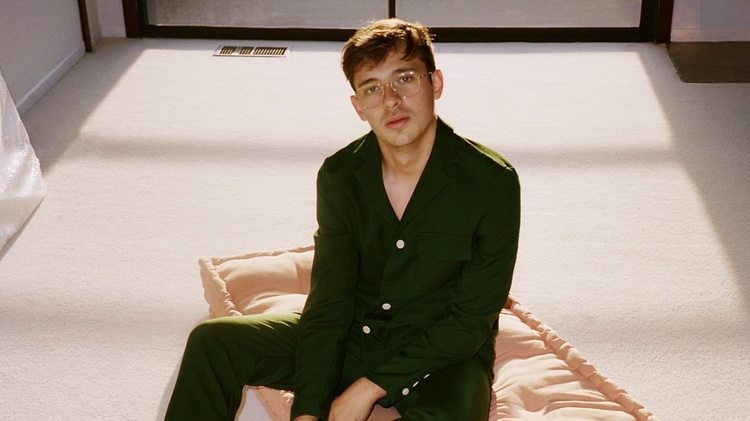 """Let You Know"" is the newest track Aussie producer Flume has unveiled, buoyed by the added bonus of London Grammar's Hannah Reid as vocalist."