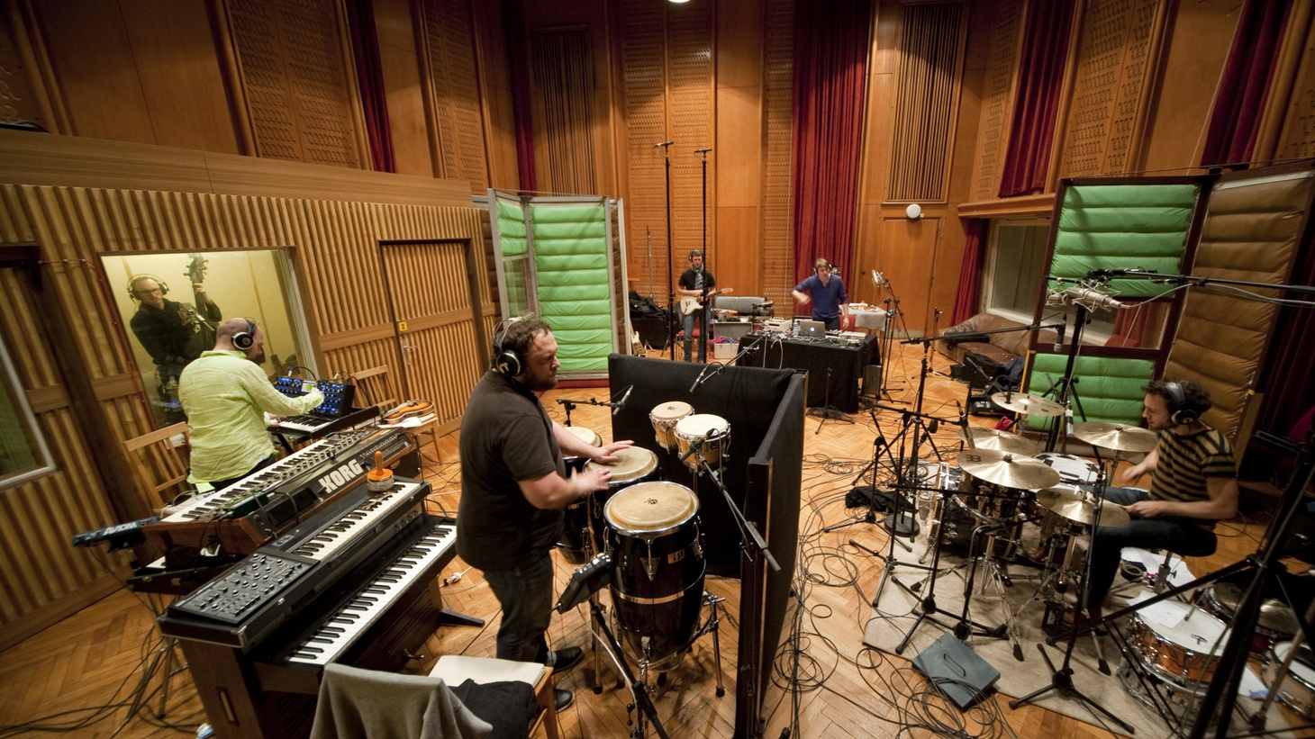 Berlin-based Jazzanova gathered their original seven-piece touring band and vocalist Paul Randolph to record their first live album.