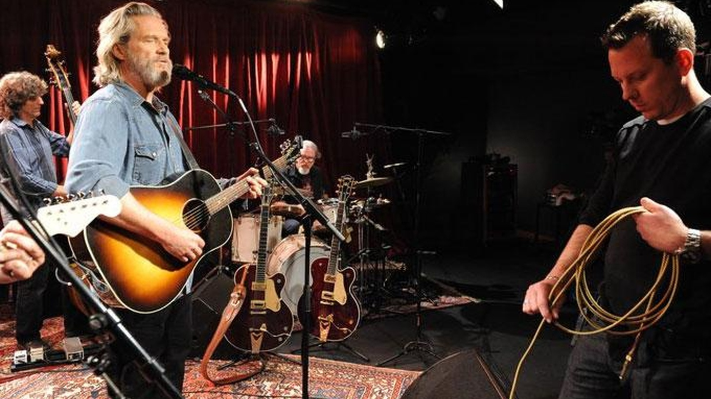 Oscar-winner Jeff Bridges wasn't just acting when he starred in Crazy Heart. He's been playing guitar for years and would have chosen a musical path if...