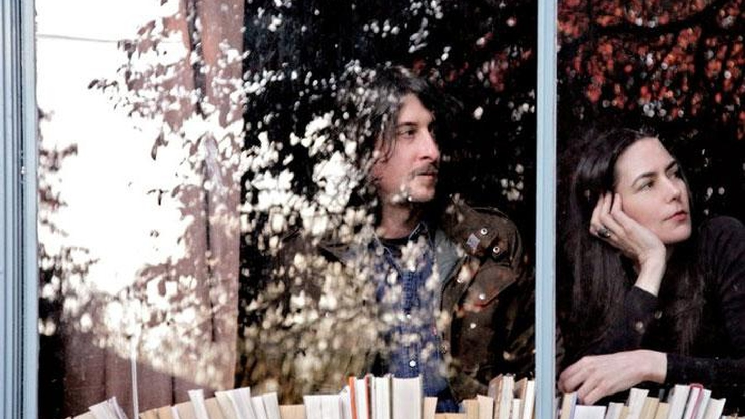 Jesse Sykes & the Sweet Hereafter offer mystical songs channeling the psychedelic sound of the 60's. Seductive and hypnotic...
