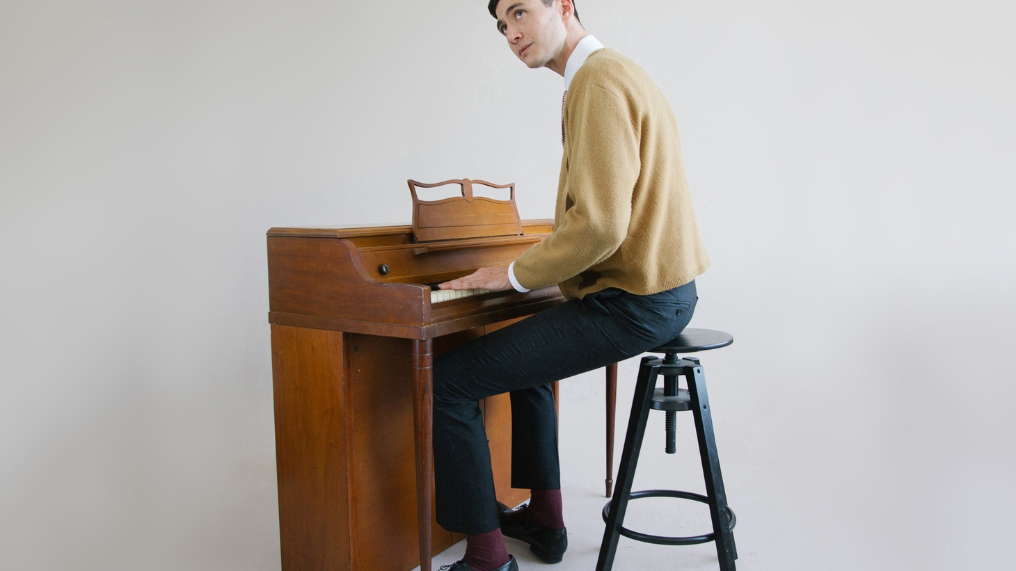 Joey Dosik is a true Angeleno. Born and raised in our fair city, he absorbed the jazz tradition of Leimert Park. Recently the songwriter and multi-instrumentalist produced an EP's worth of love songs.