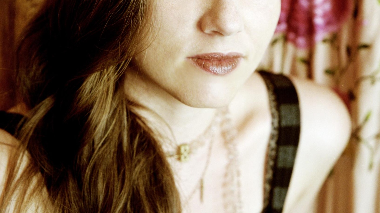 Jolie Holland's new release, Pint of Blood, continues her romance with simple yet penetrating songs...