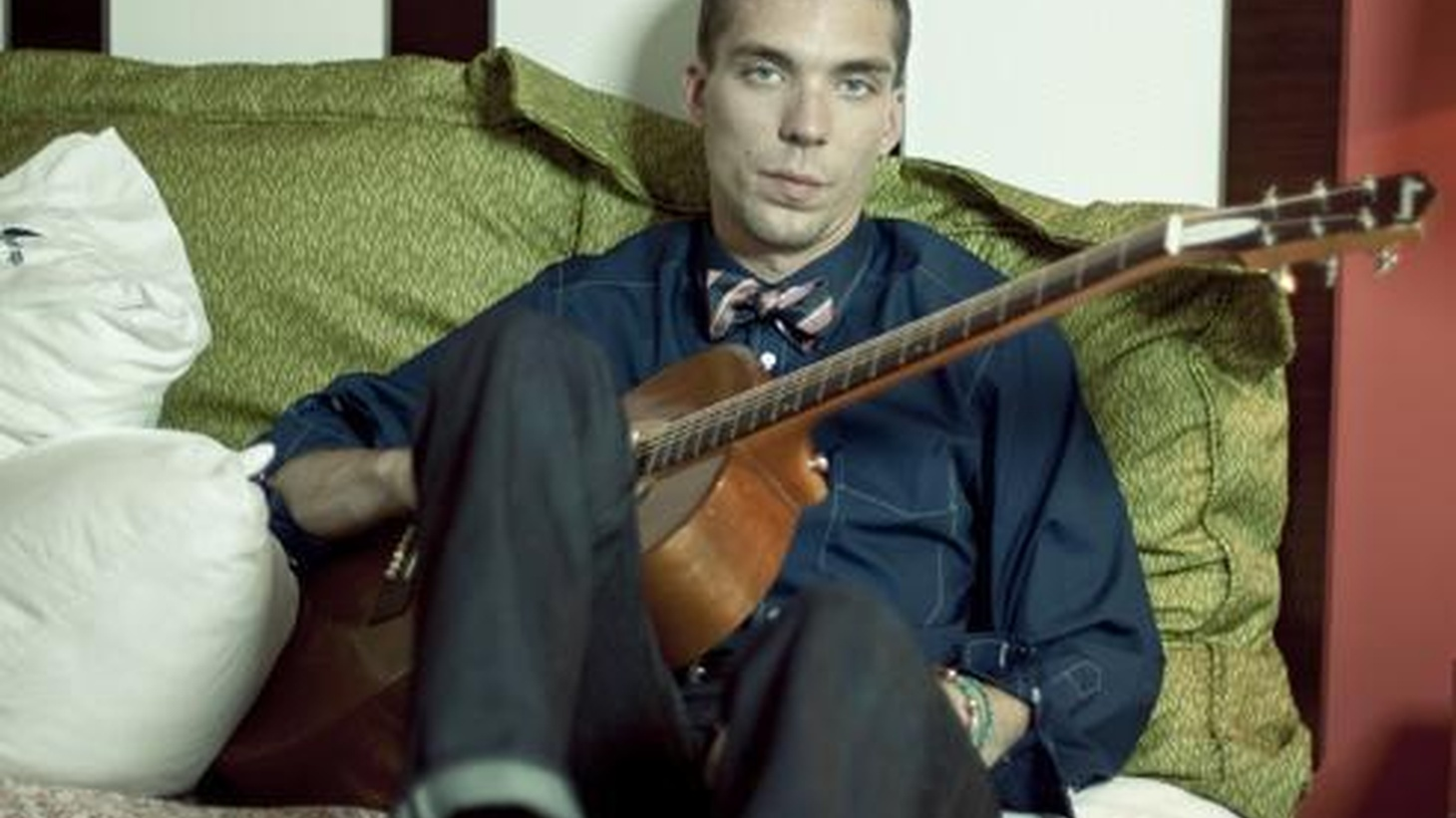 Justin Townes Earle is no stranger to music -- he's the son of Steve Earle and he's named after the late Townes Van Zandt -- so it's no wonder that he too became a musician. A rootsy player, Justin's songs are steeped in good ole Americana. Today's Top Tune is the title track from Harlem River Blues.