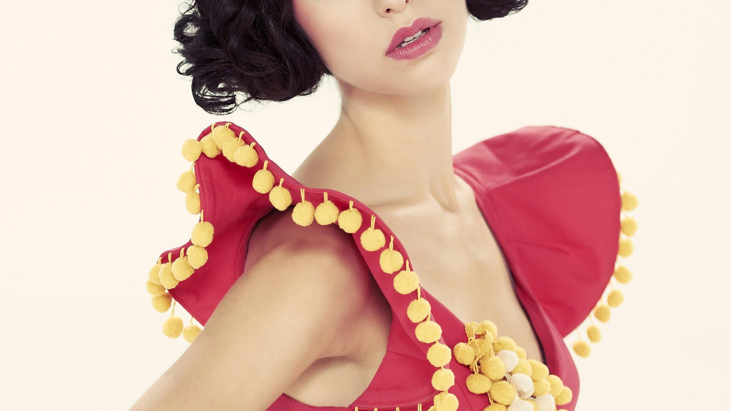 Kimbra is already a pop star in her native New Zealand and we've been falling in love with her voice on her collaborations with Gotye. Now we have some of her solo work...