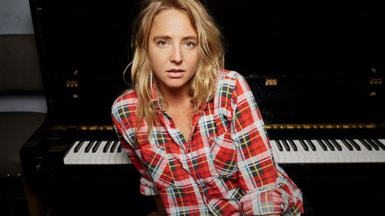 "Lissie: ""When I'm Alone (Piano Version)"""