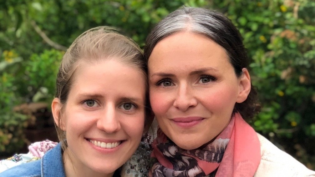 Czech singer Marketa Irglova (of the Swell Season) relocated to Iceland and was introduced to fellow singer-songwriter Emiliana Torrini. They started a friendship, which soon evolved into a musical collaboration.