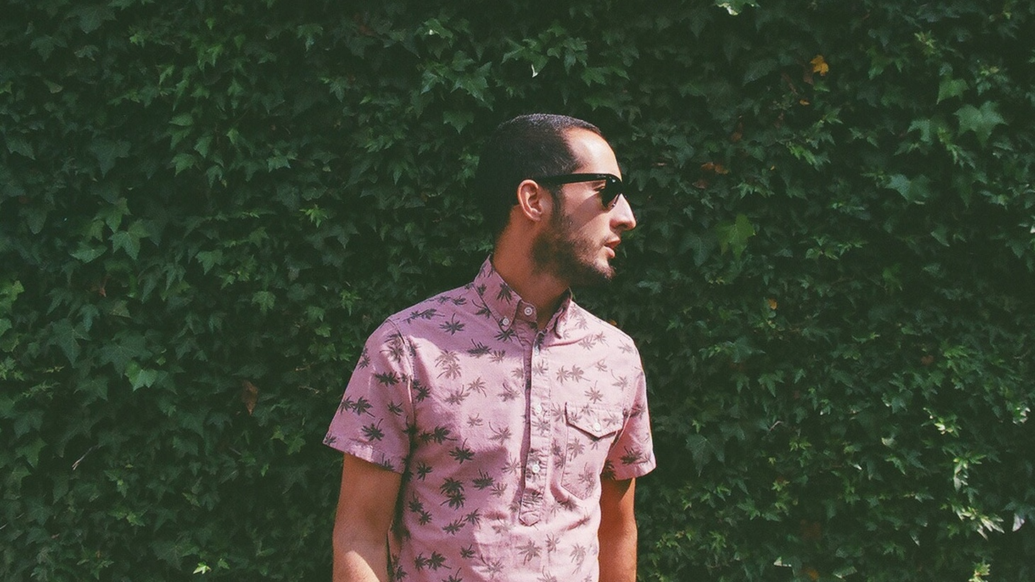 A native of Acapulco who resides in NYC, Marrón wrote his debut album while traveling.
