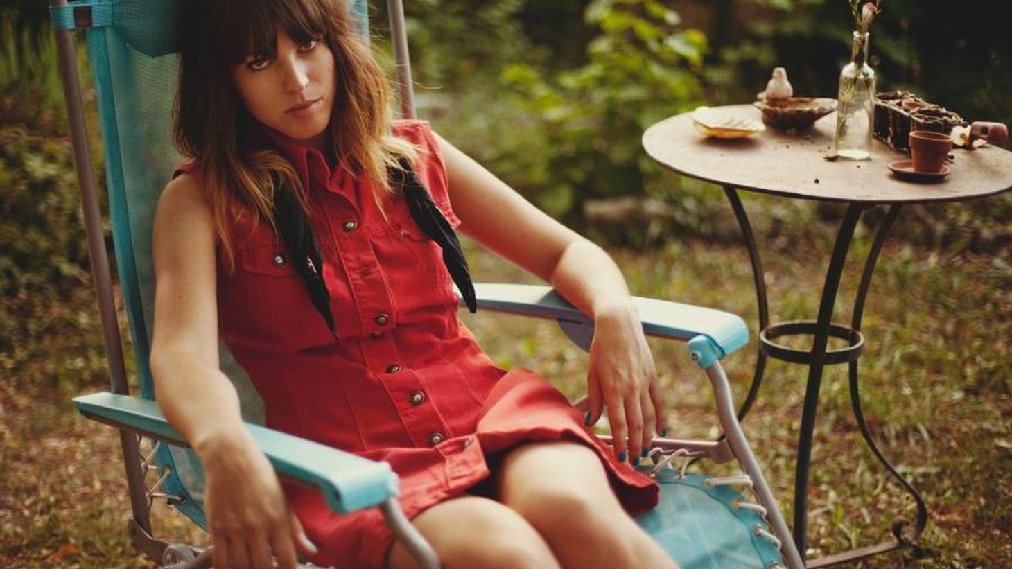The retro-sounding debut by Paris-based Melody's Echo Chamber is hard to decipher as hazy vocals and distorted melodies meld into moody layers.
