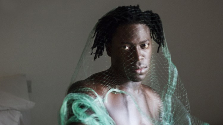 Moses Sumney's new work serves up asoft and penetrating tone with notes of bossa nova.