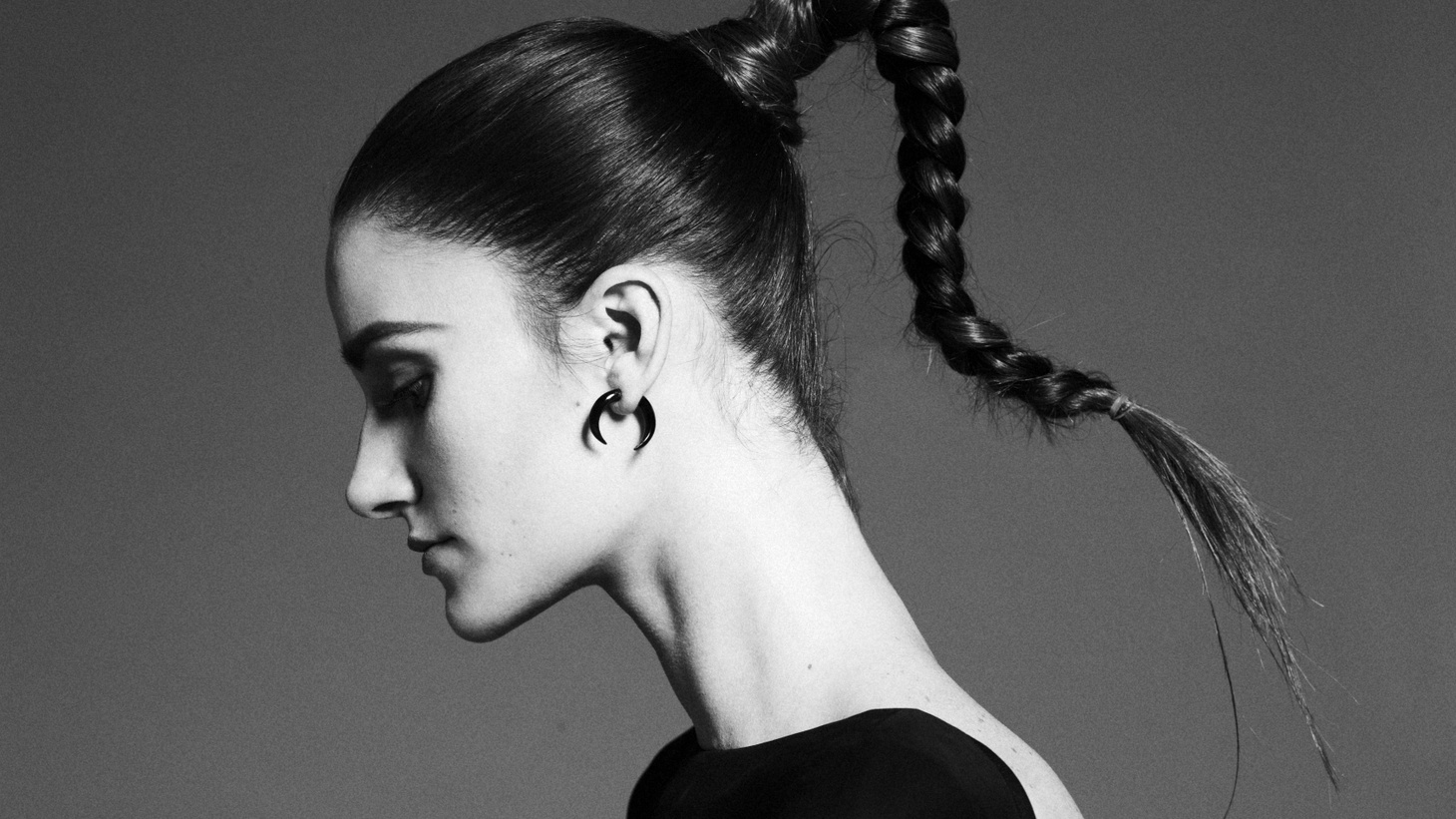 """Newcomer Niia describes her sound as a """"jazz singer in a spaceship."""" Mentored by Wyclef Jean and working with producer Robin Hannibal (Rhye/Quadron), her debut LP is still to come and will feature """"Body""""."""