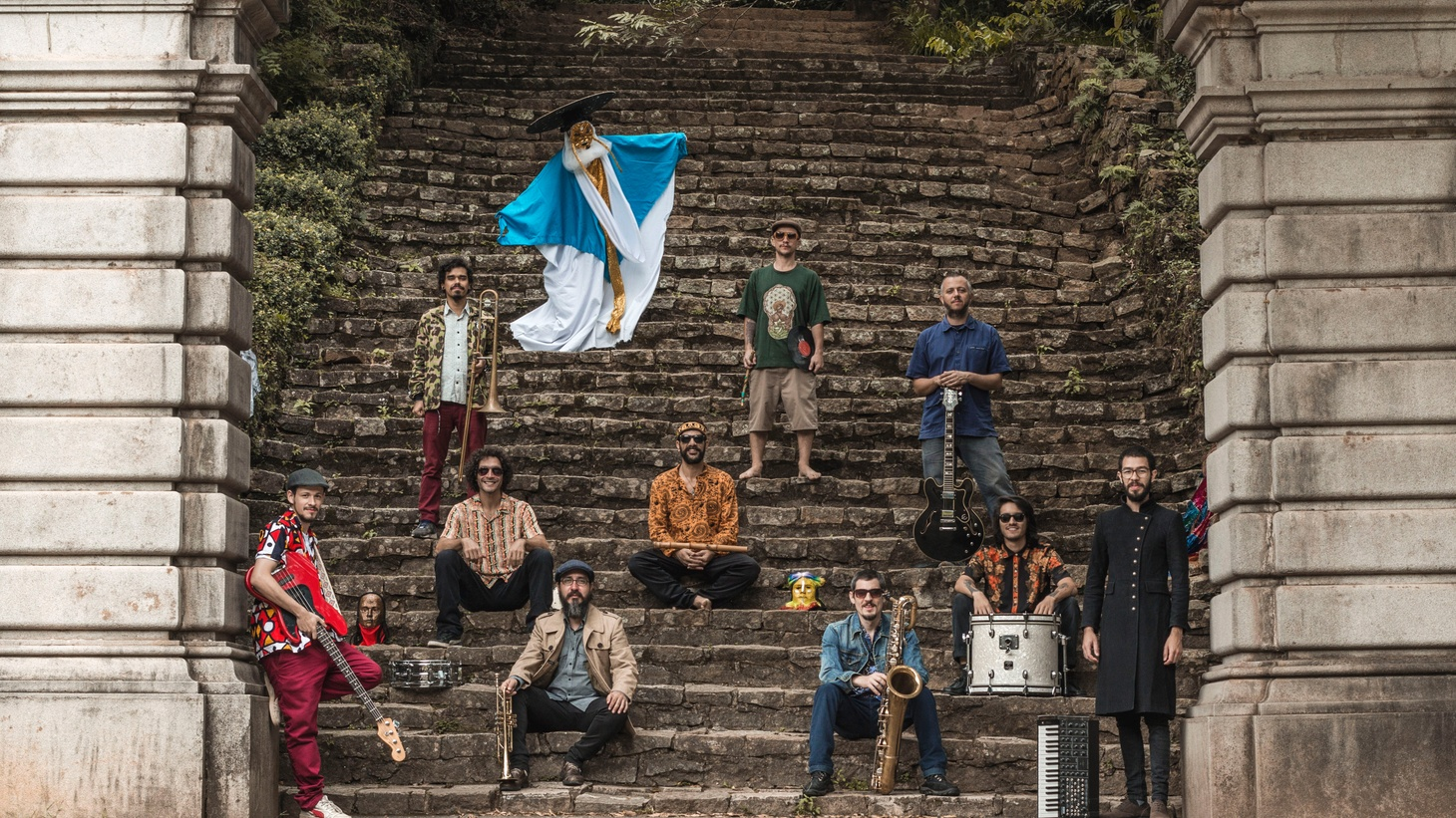 From the heart of the São Paulo's jazz scene, the ten-piece Nomade Orquestra creates a cosmic musical playground where Ethio-jazz, Indian classical and soul swirls around its Brazilian roots.