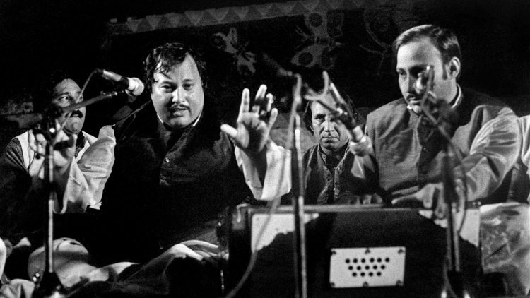 In 1985, Sufi singer Nusrat Fateh Ali Khan took the stage at WOMAD Festival in front of a non-Asian audience to sing in what turned out to be a transcendent night.