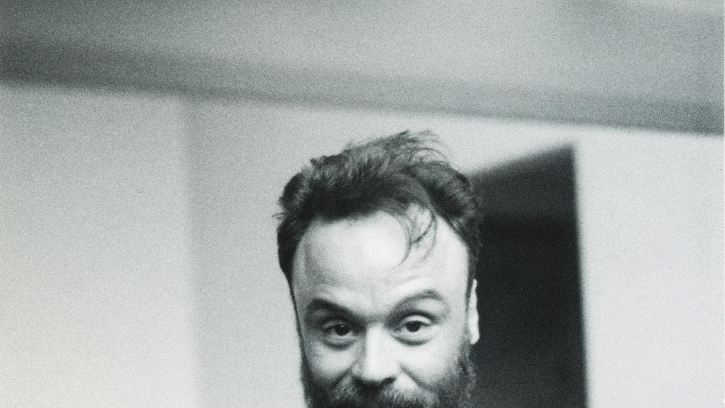 Brazilian singer, songwriter and multi-instrumentalist Rodrigo Amarante is known for his work with Los Hermanos and Little Joy. His debut full length has a dynamic sound.