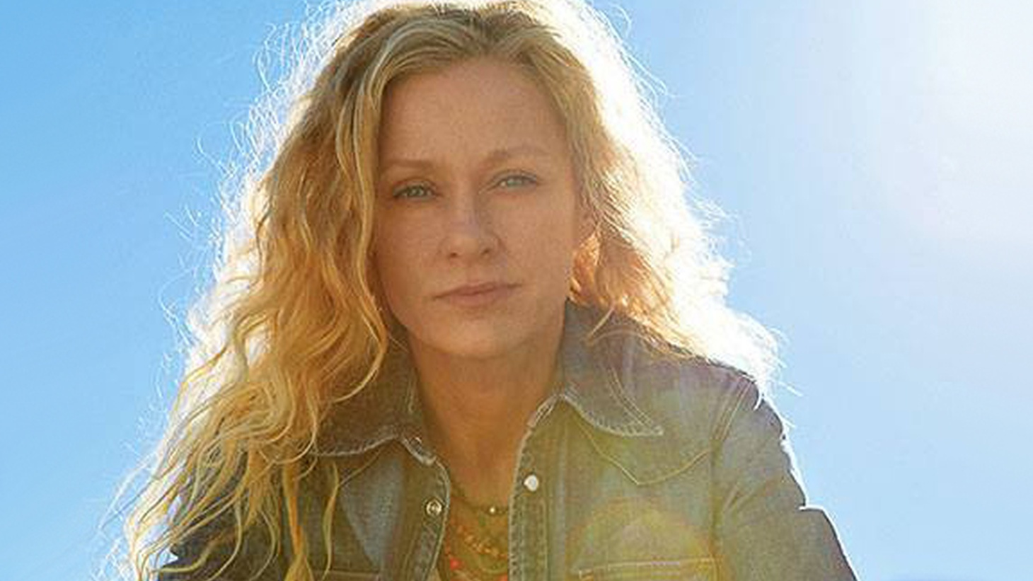 On her thirteenth album, Grammy-Award winning singer-songwriter Shelby Lynne returned to the South and produced a stunning collection that features top notch studio musicians.