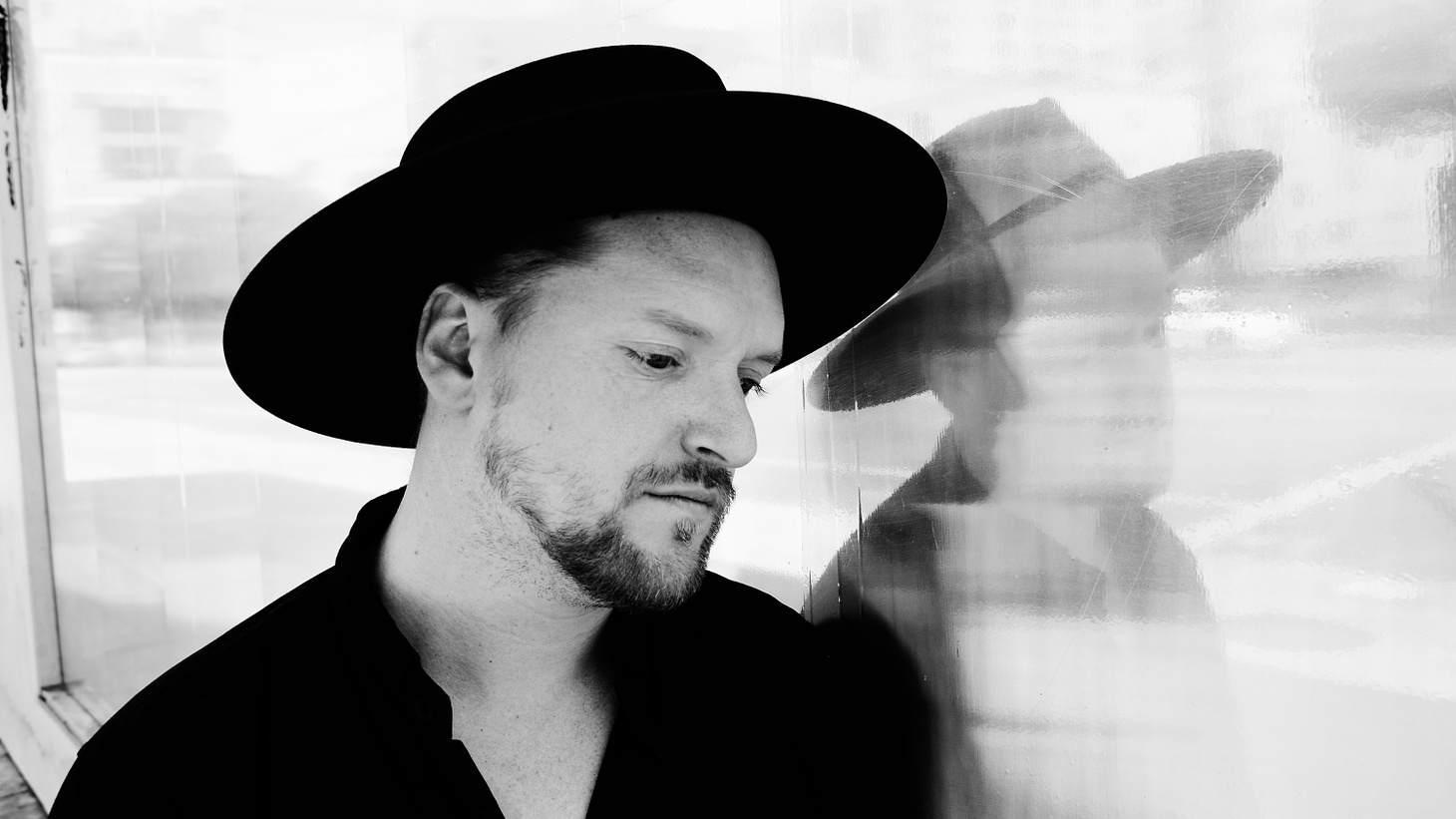 A smooth operator, Sohn produces captivating tracks fusing R&B electronica.