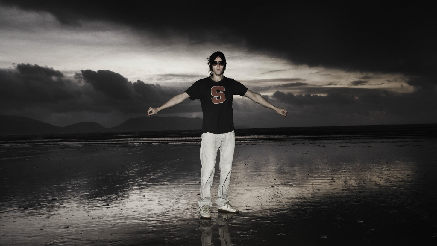 The psychedelic and spacey sounds of Spiritualized are the work of Jason Spaceman, the man behind the moniker. His rock 'n' roll gospel has no bounds...