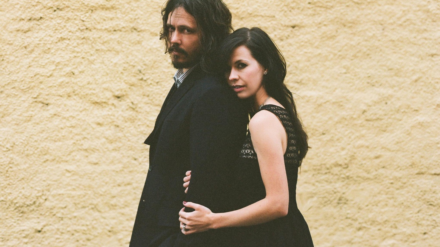 """Indie folk rock duo The Civil Wars met on a professional blind date when they were asked to collaborate as a writing team to pen hits for a well-known country band. That meeting ignited a creative spark and their debut full length is now slated for a February release. Today's Top Tune is the title track from """"Barton Hollow."""""""