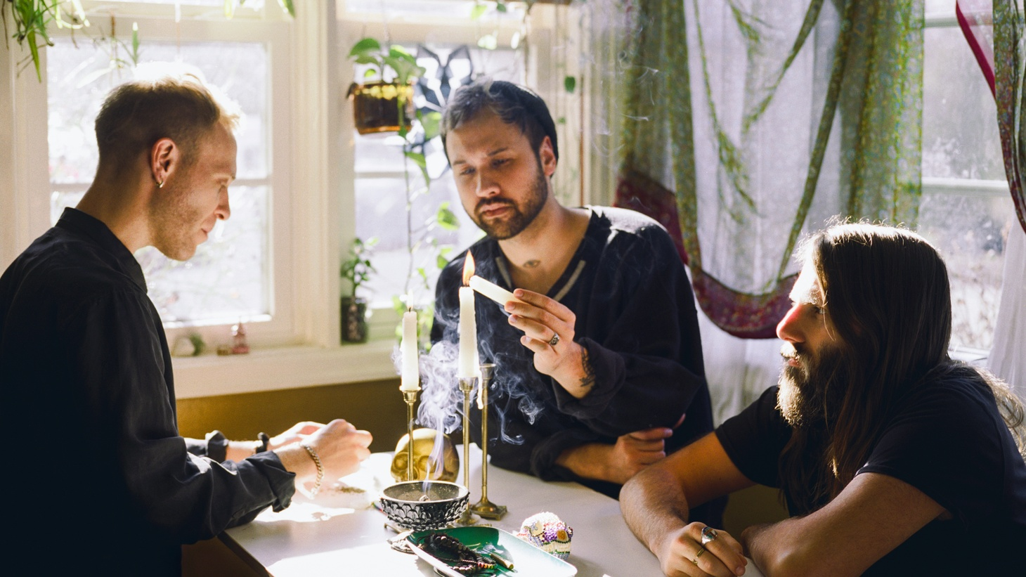 Steeped in the roots of modern psychedelia, Unknown Mortal Orchestra focus on the complications that love brings on their new single.