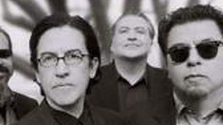 Backstage at the Hollywood Bowl, Tom chats with Louie Perez about music and East LA's own, Los Lobos.