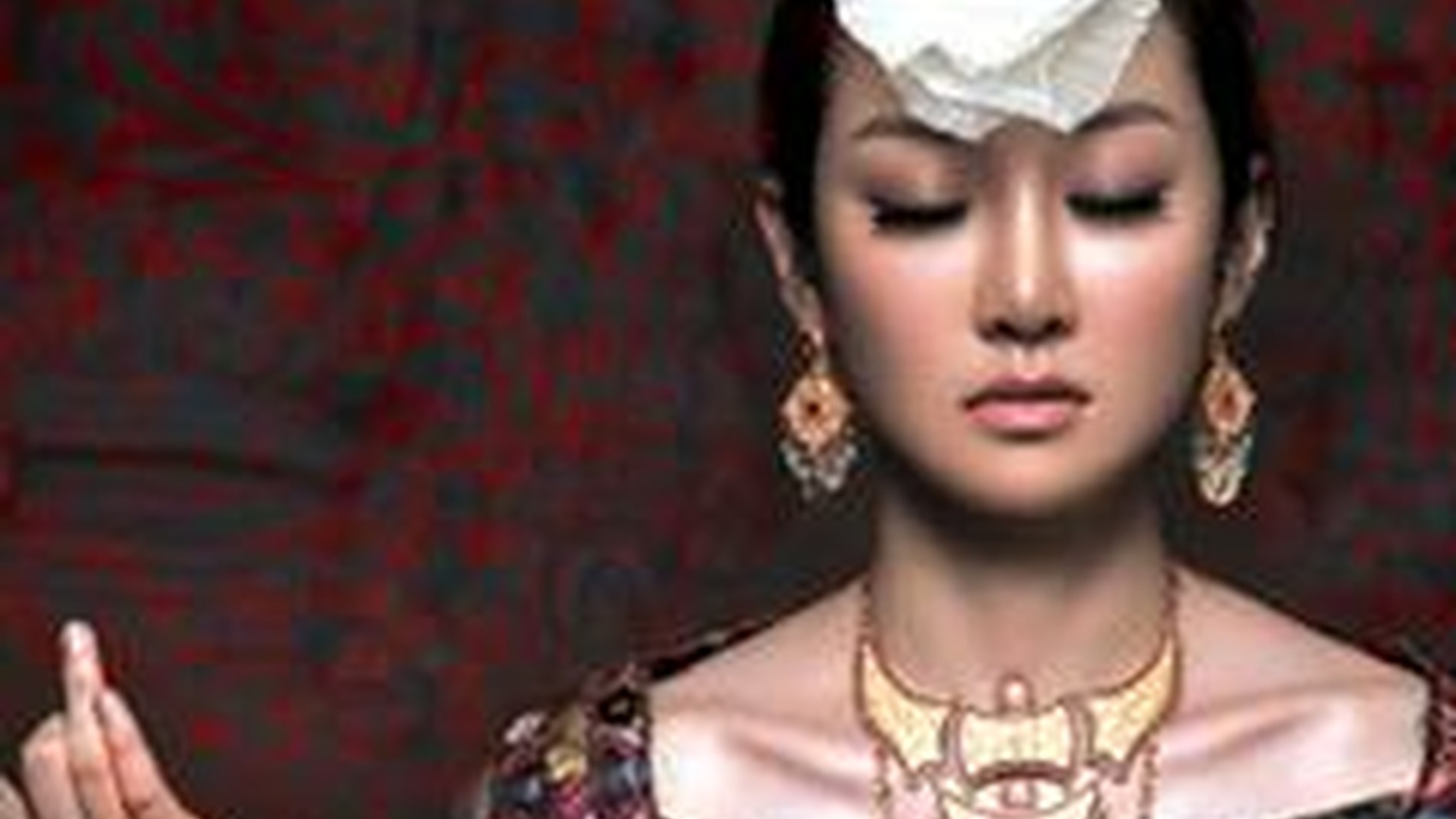 The rising Chinese superstar musician Sa Dingding is Tom's guest from 2-2:30 pm. Sa Dingding embraces a variety of styles, and her CD, Alive, was lavishly produced. She has her eye on the West, and is bound to be a young artist that we will hear more from.