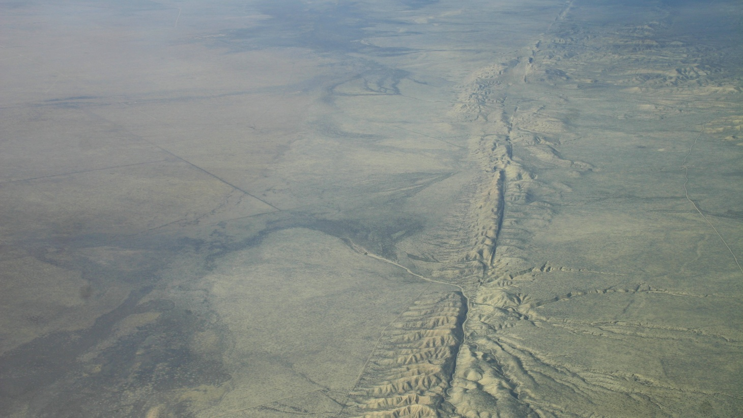 San Andreas Fault in the Carrizo Plain, aerial view from 8500 feet altitude. Photo by  Ikluft/ Wikimedia Commons.
