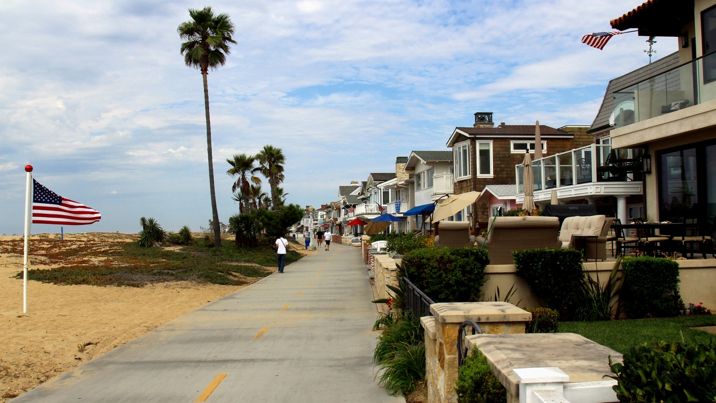 Ocean-front beach houses for rent, Balboa Island, California.