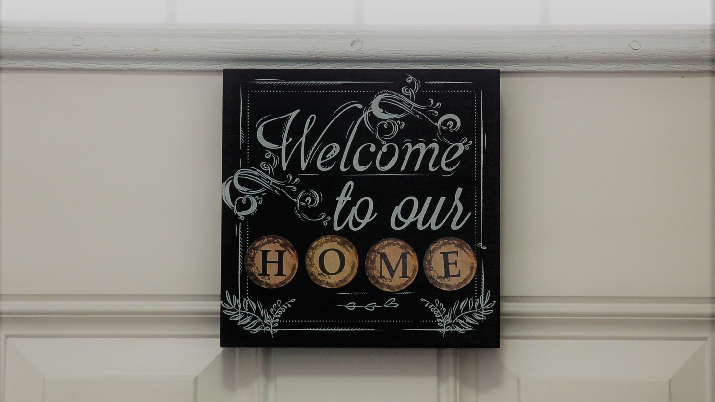 """""""Welcome to our home"""" decor."""
