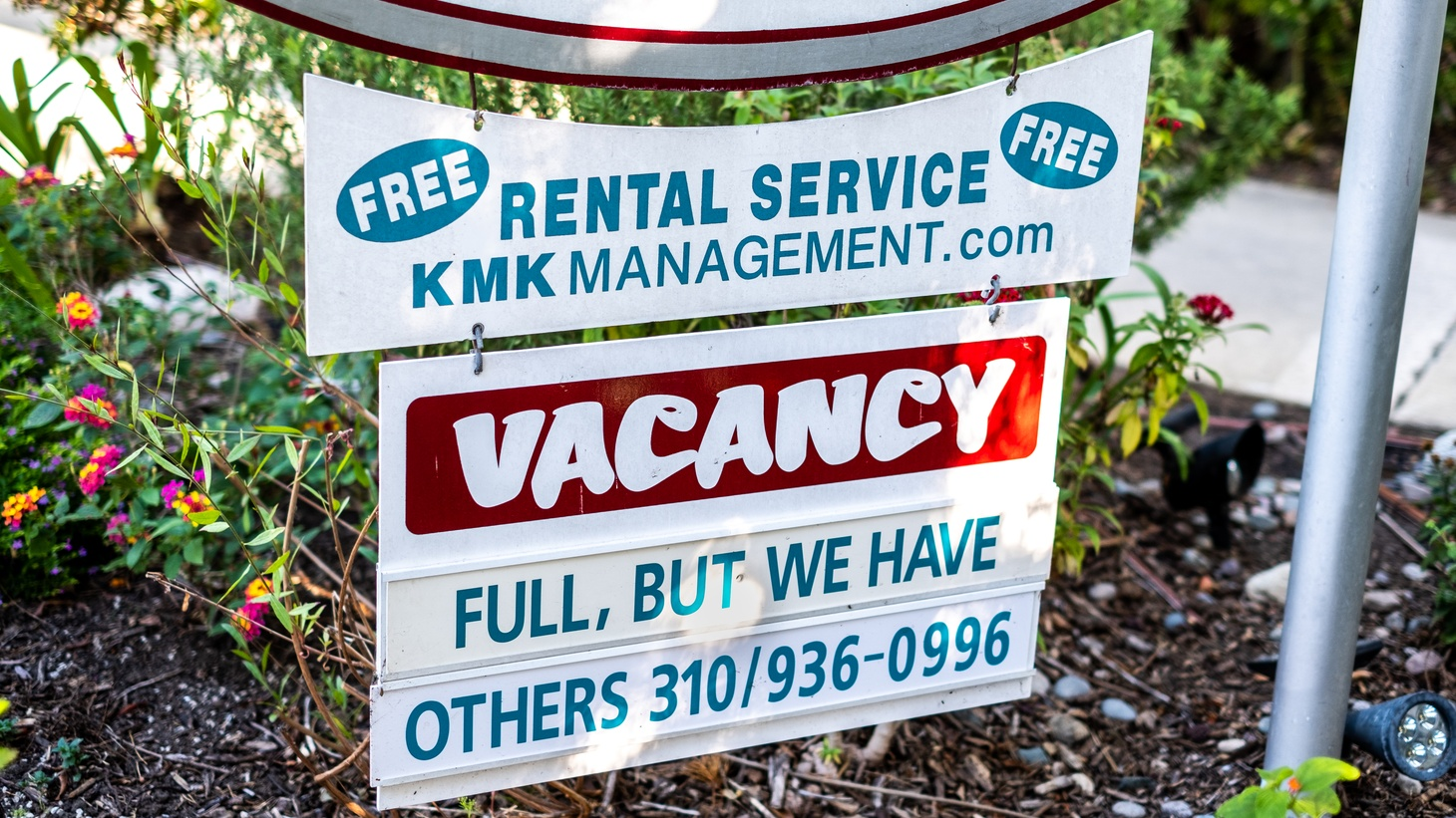 A vacancy status sign outside an apartment building in Culver City, California.