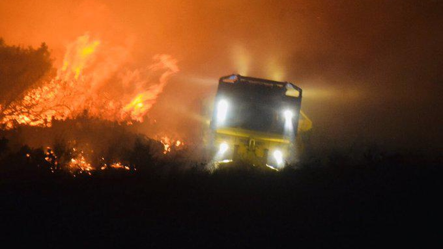Ventura County Fire Truck fighting the Easy Fire.