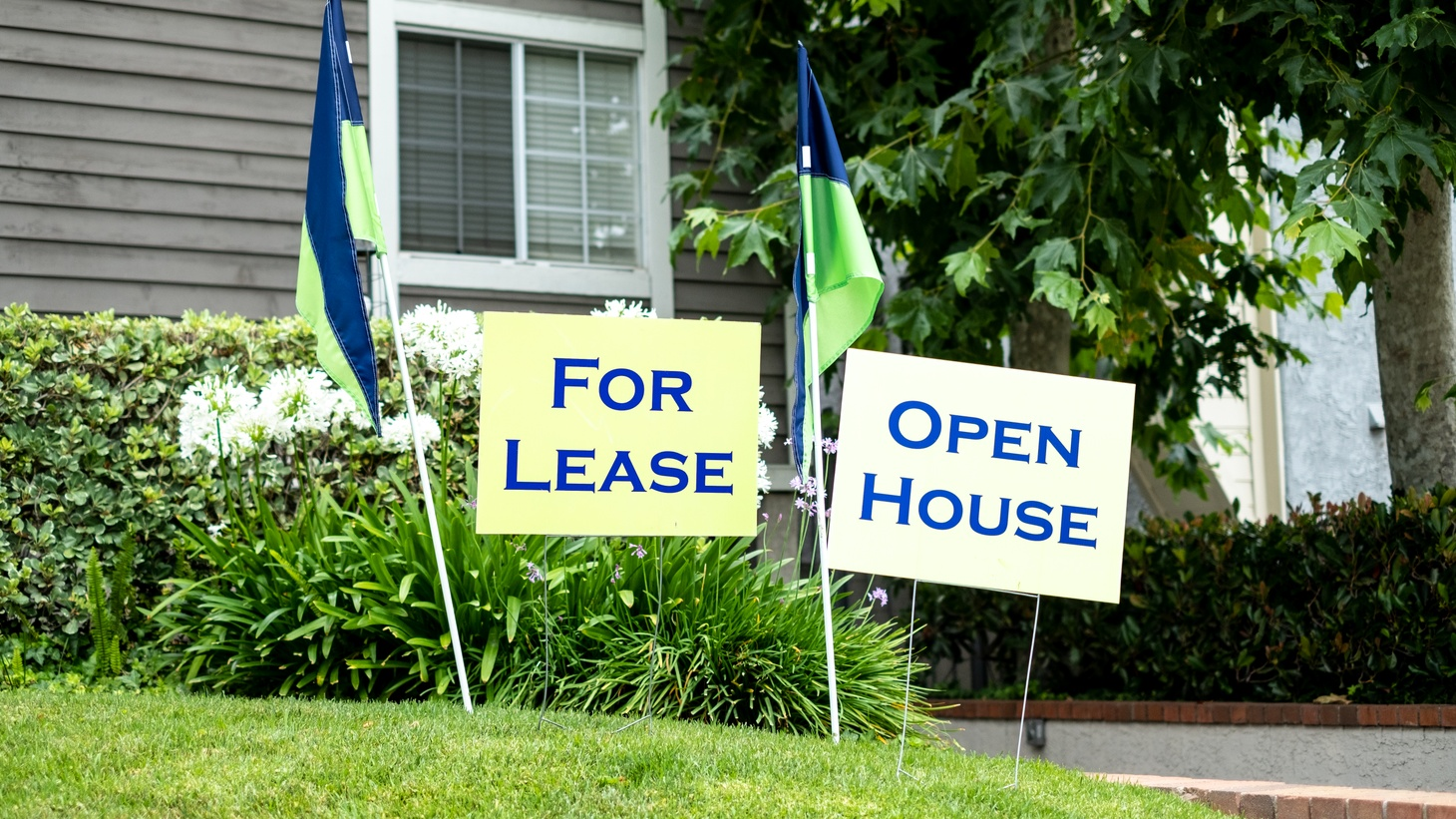 """""""For lease"""" and """"open house"""" signs."""