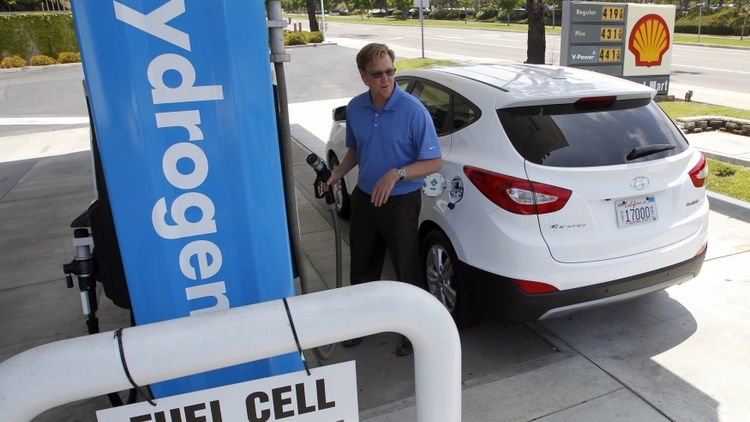 Future of cars in California: hydrogen, electric, gas