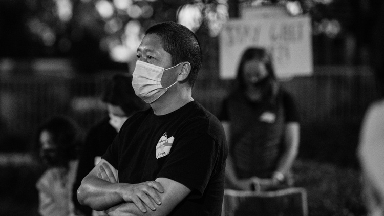 Haijun Si and his family have become the victims of ongoing harassment by a group of local teenagers. His neighbors have kept watch outside the house at night.
