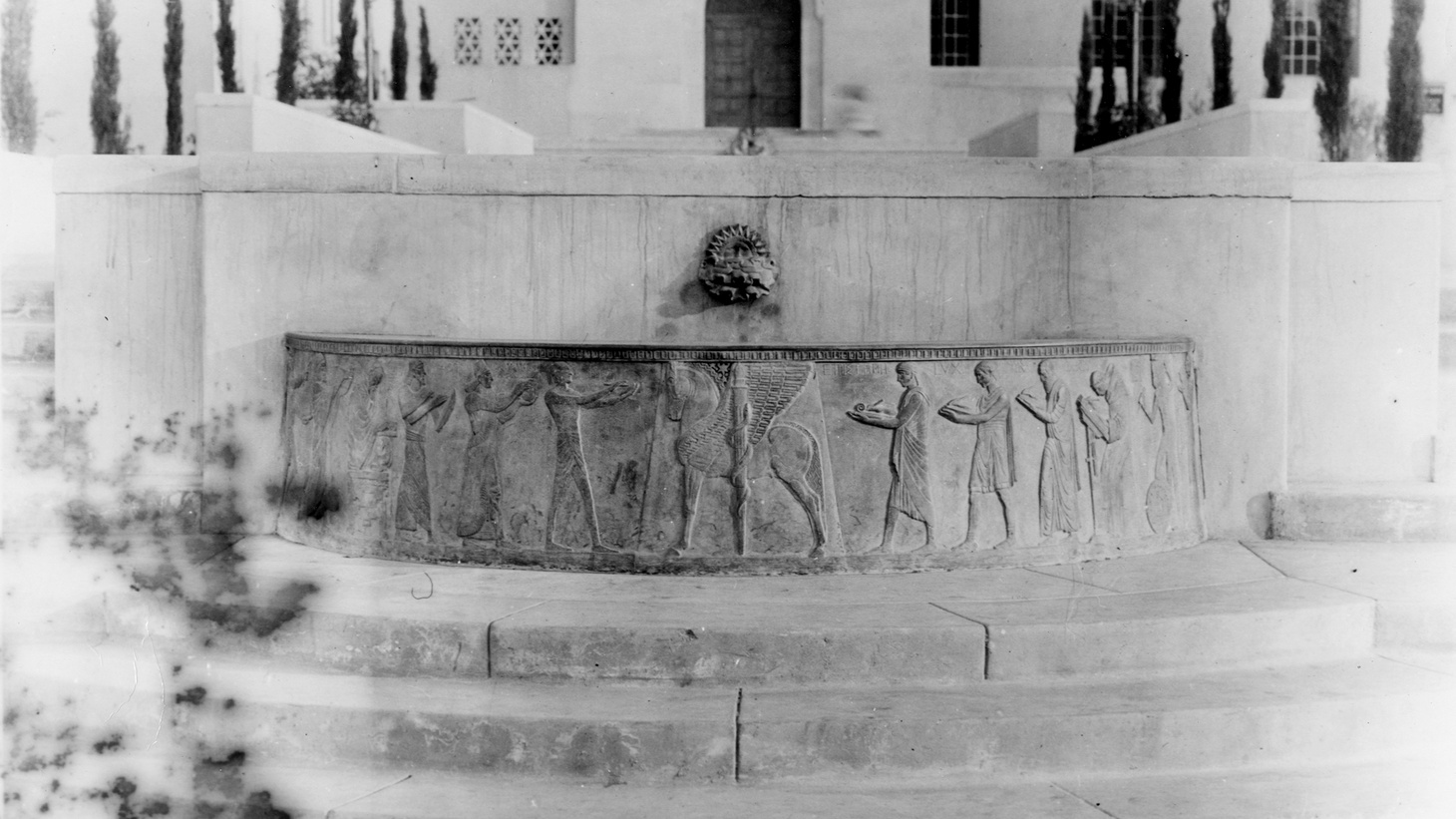 View of the Well of Scribes statue, circa 1926.