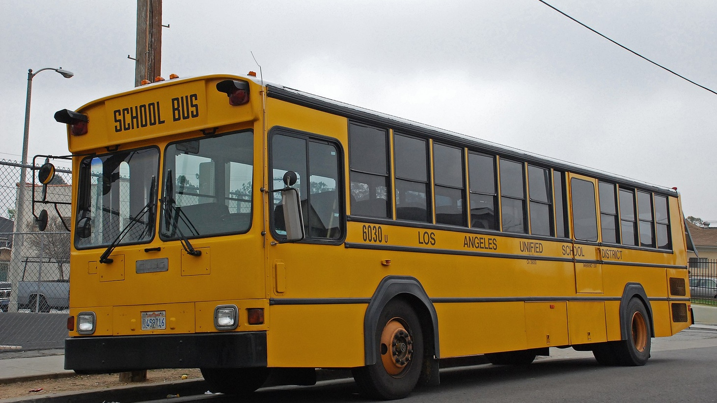 LAUSD school bus. Credit: Wikimedia Commons.