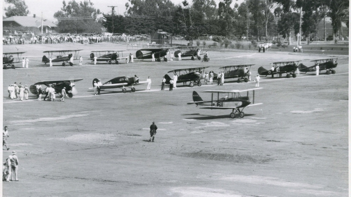 The 1929 Women's National Air Derby at Clover Field.