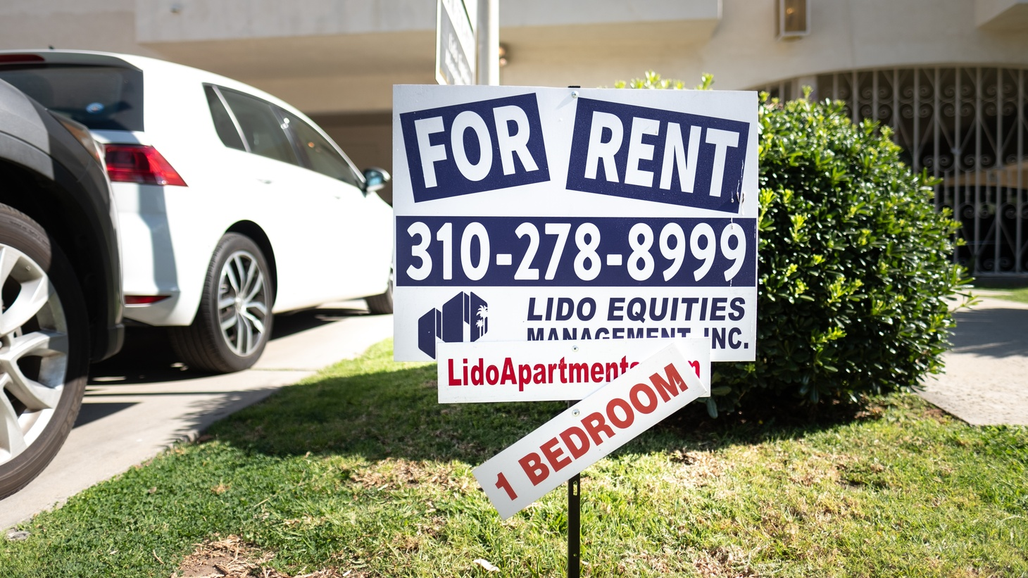 """A """"for rent"""" sign sits on a lawn outside an apartment building on Cardiff Ave. in Palms, Los Angeles."""