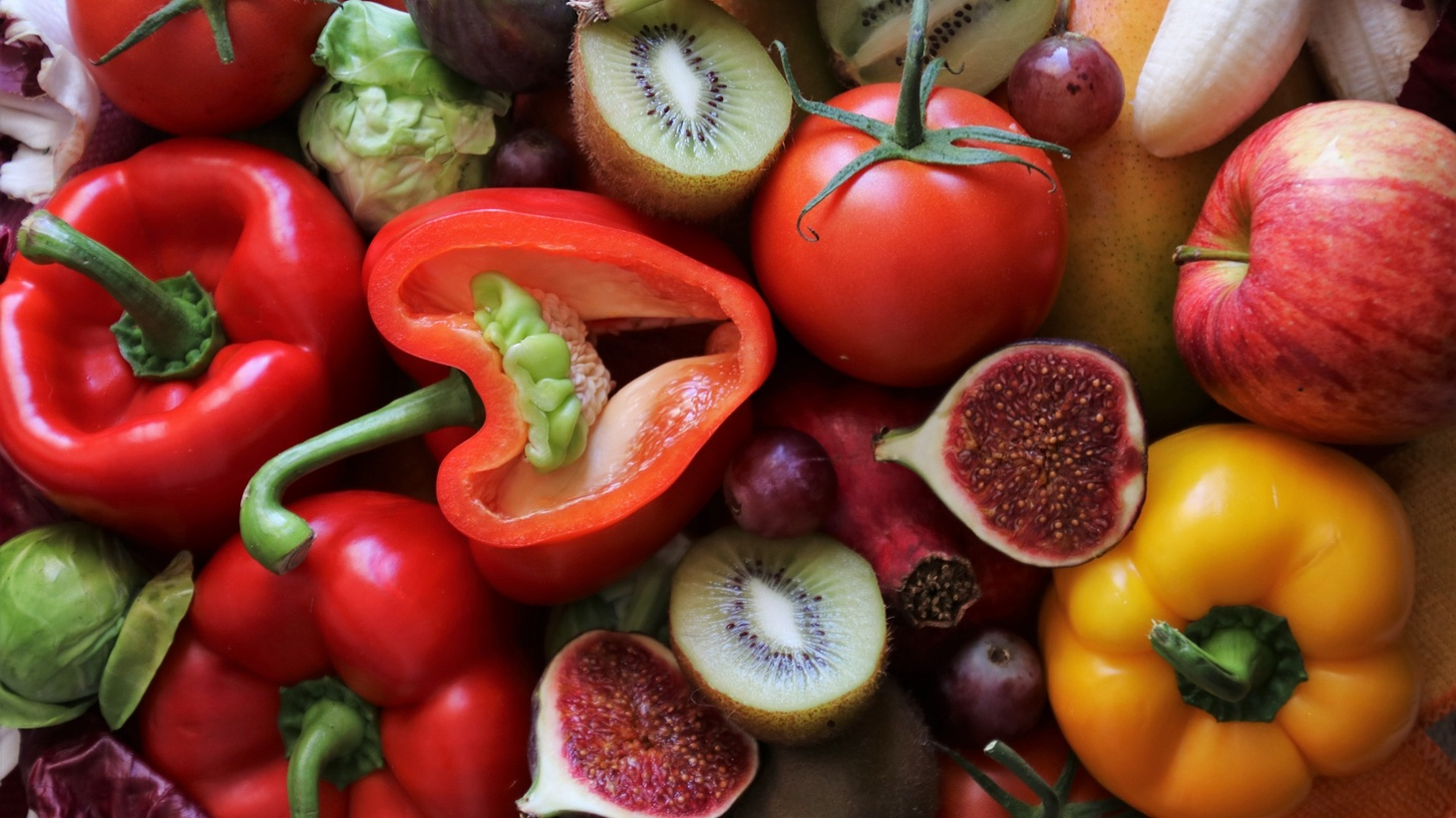 Figs, bell peppers, tomatoes, apples, and other produce.