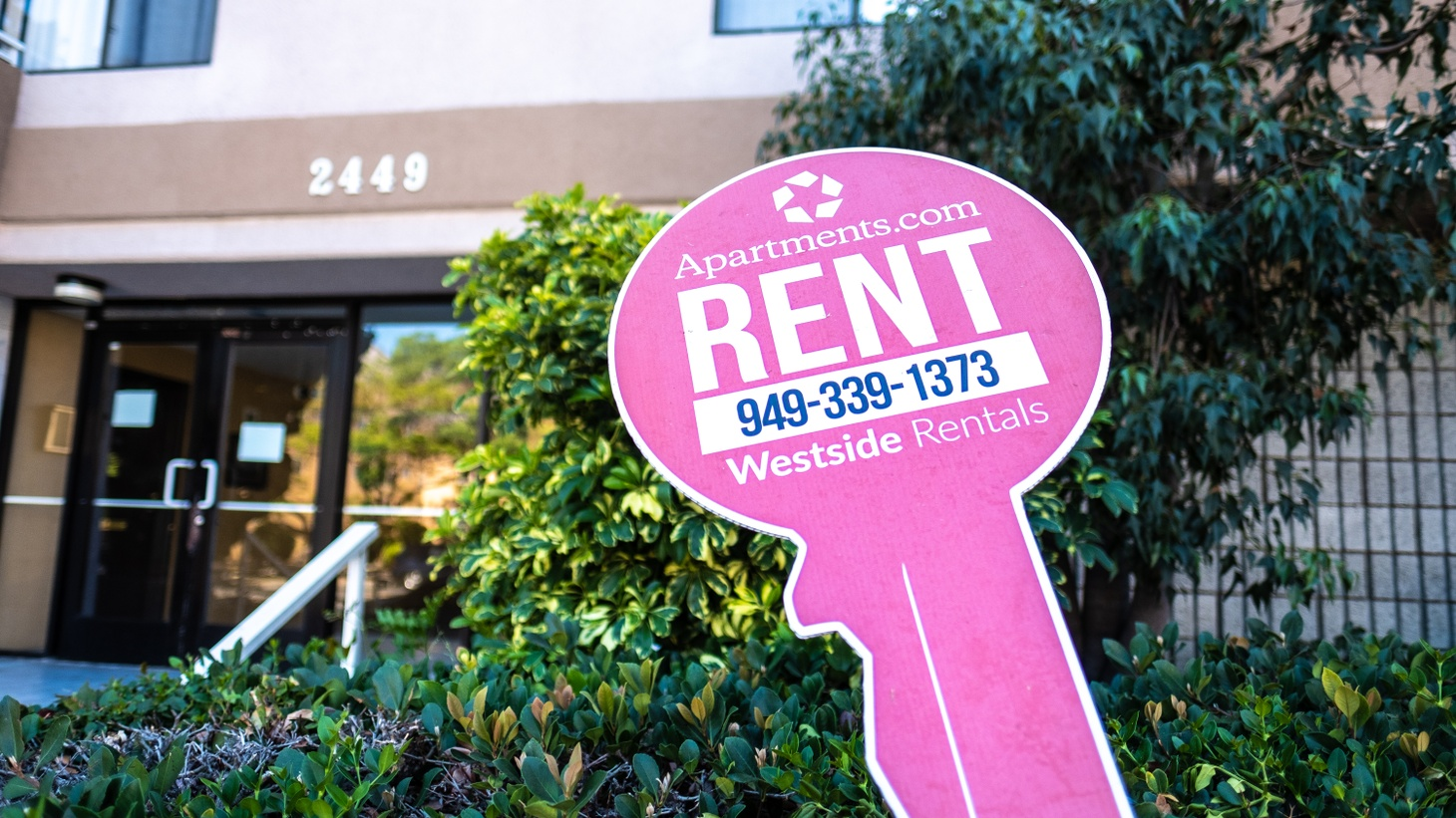 Apartments.com rent sign in Santa Monica.