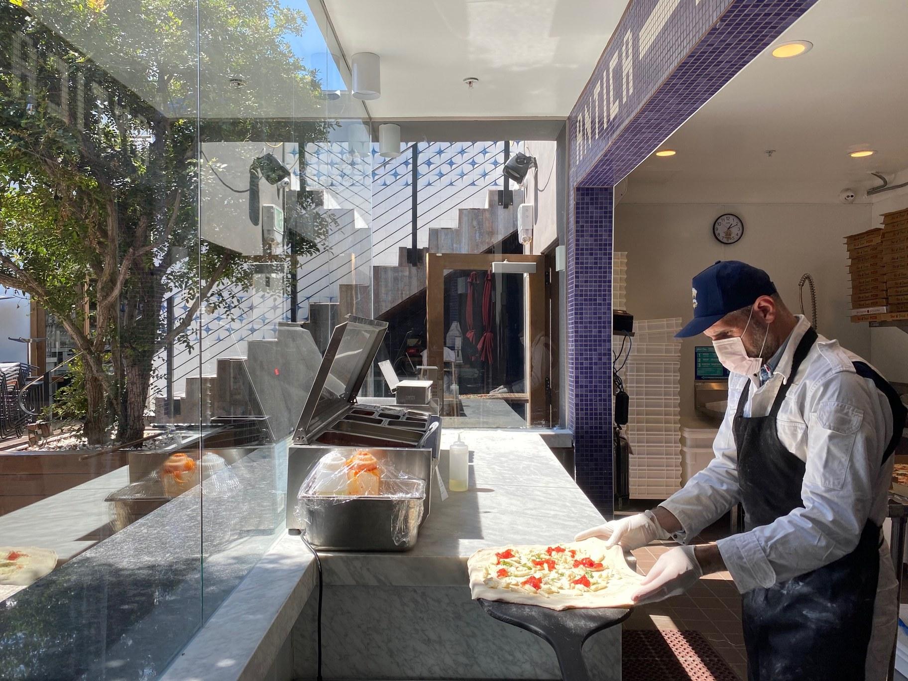 L'Antica Pizzeria da Michele 5 - credit Lucas Zaffarano.jpeg