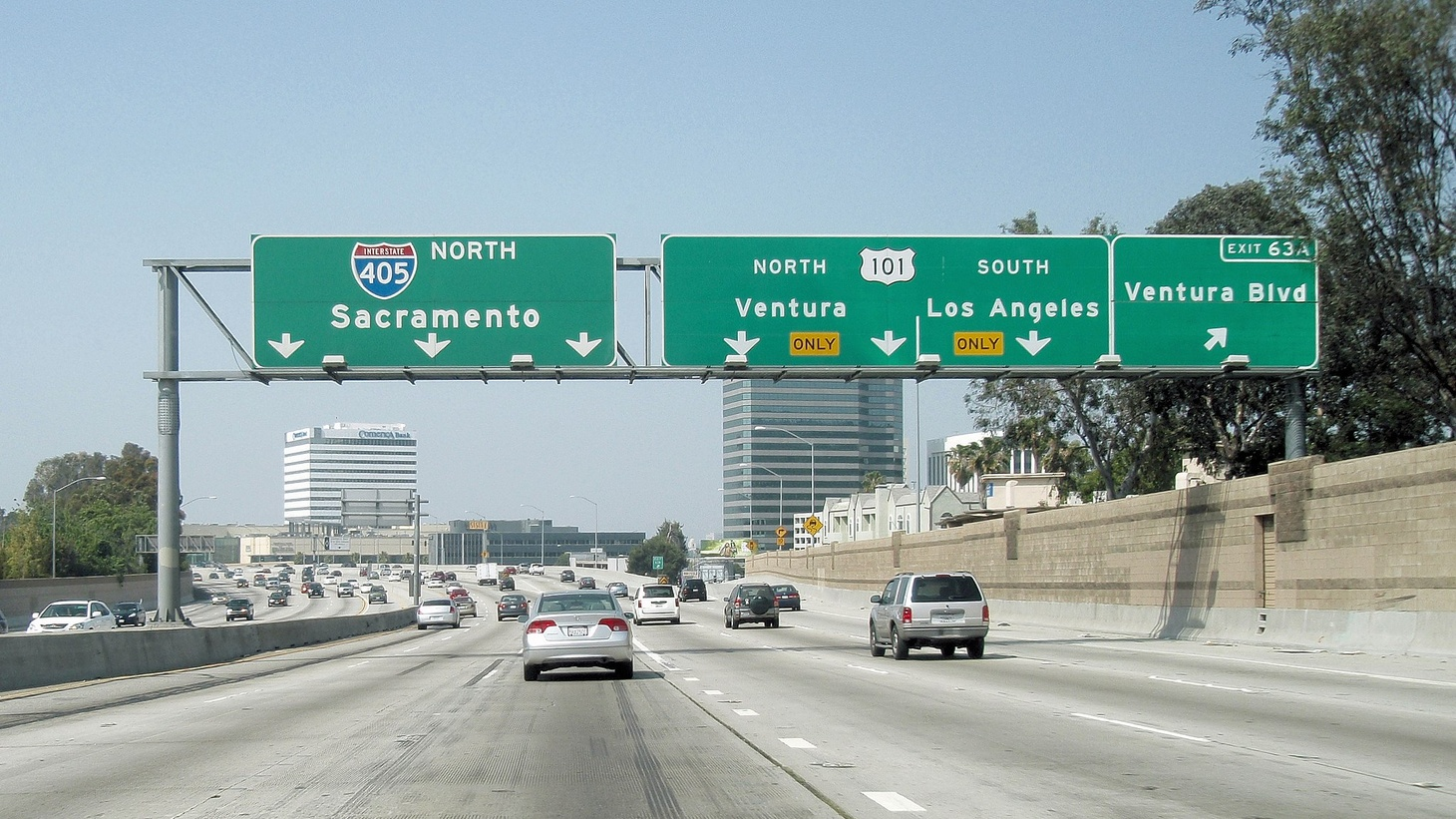 The 405 freeway northbound approaching the Ventura Blvd and Ventura freeway interchanges.