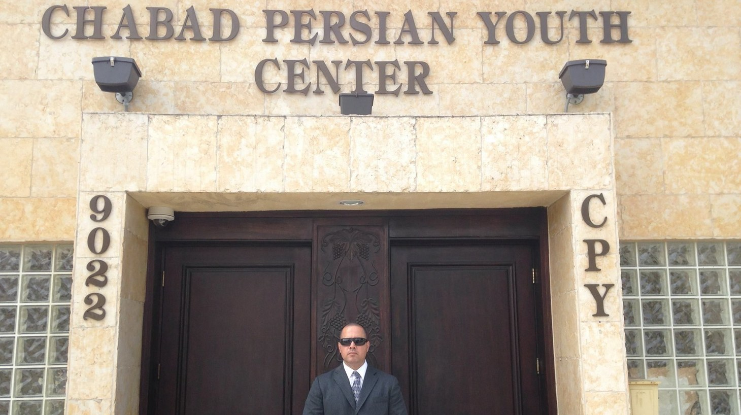 A security guard outside the Chabad Persian Youth Center in L.A.