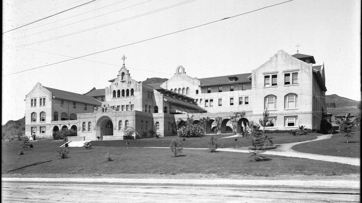 Front facade of the Immaculate Heart College, a Catholic girls school on Franklin Avenue at the head of Western Avenue, in the Los Feliz district of Los Angeles, California, in 1905.