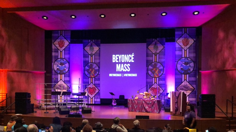 At one worship service, the choir sings Beyonce's hits to share messages of female empowerment, freedom, and spirituality.