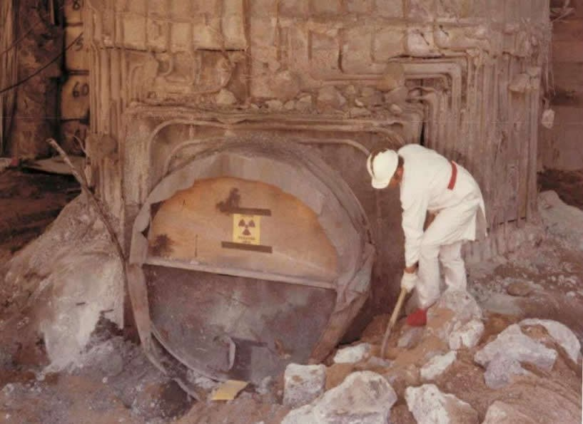 1979 digging out reactor core