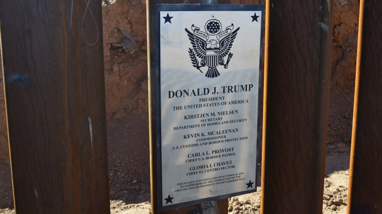 Trump visits Calexico to show off a piece of border wall