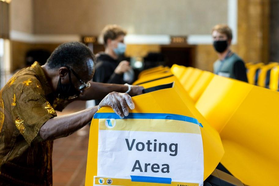 Voting_center_union_station_brian_feinzimber.JPG