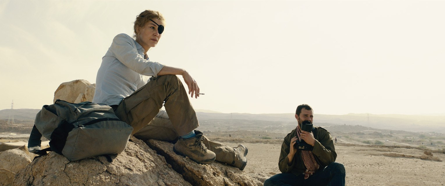 (L to R) Marie Colvin (Rosamund Pike) and Paul Conroy (Jamie Dornan) scout the arid landscape in A PRIVATE WAR.jpg
