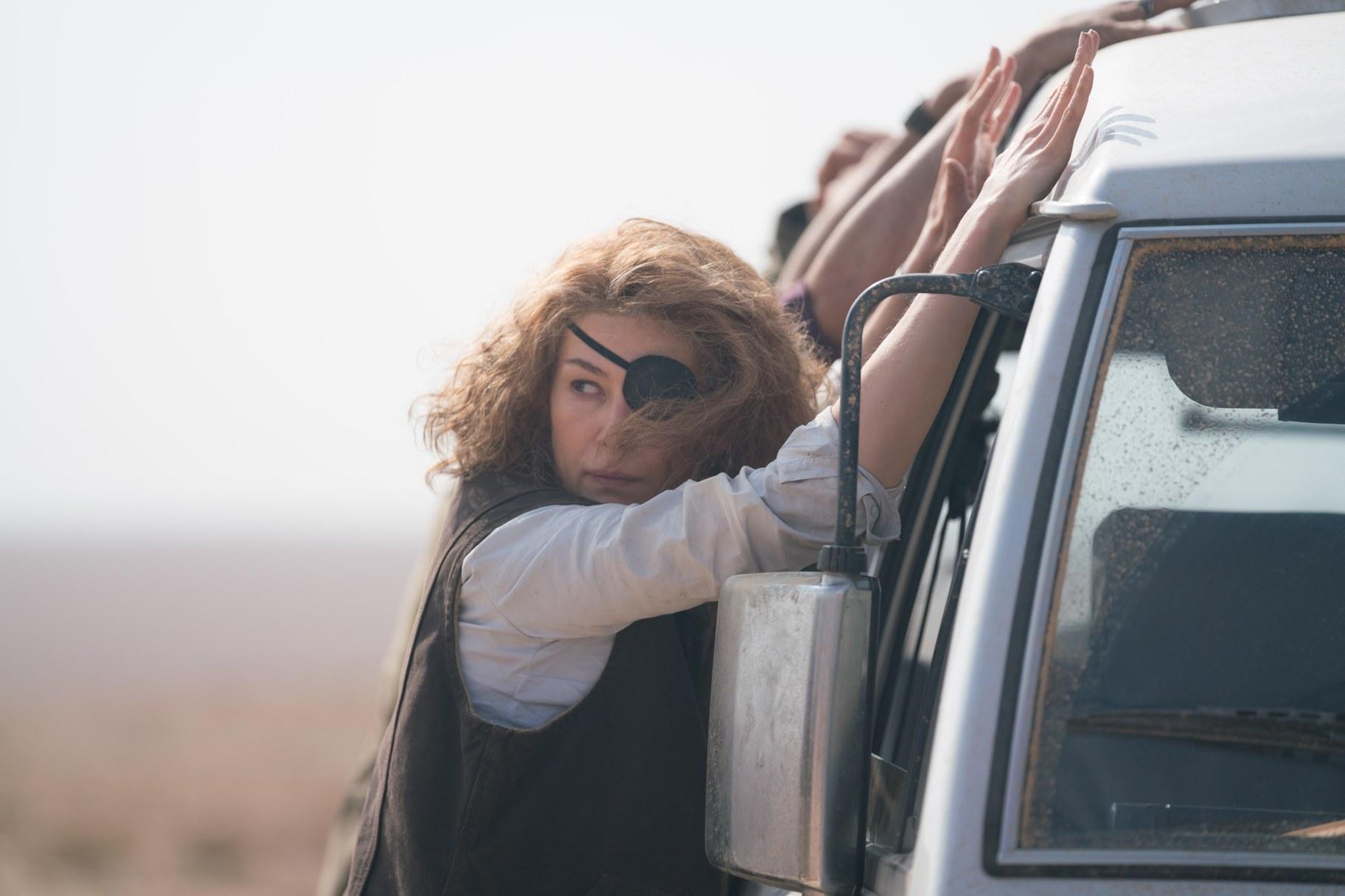 Marie Colvin (Rosamund Pike) is caught between.jpg