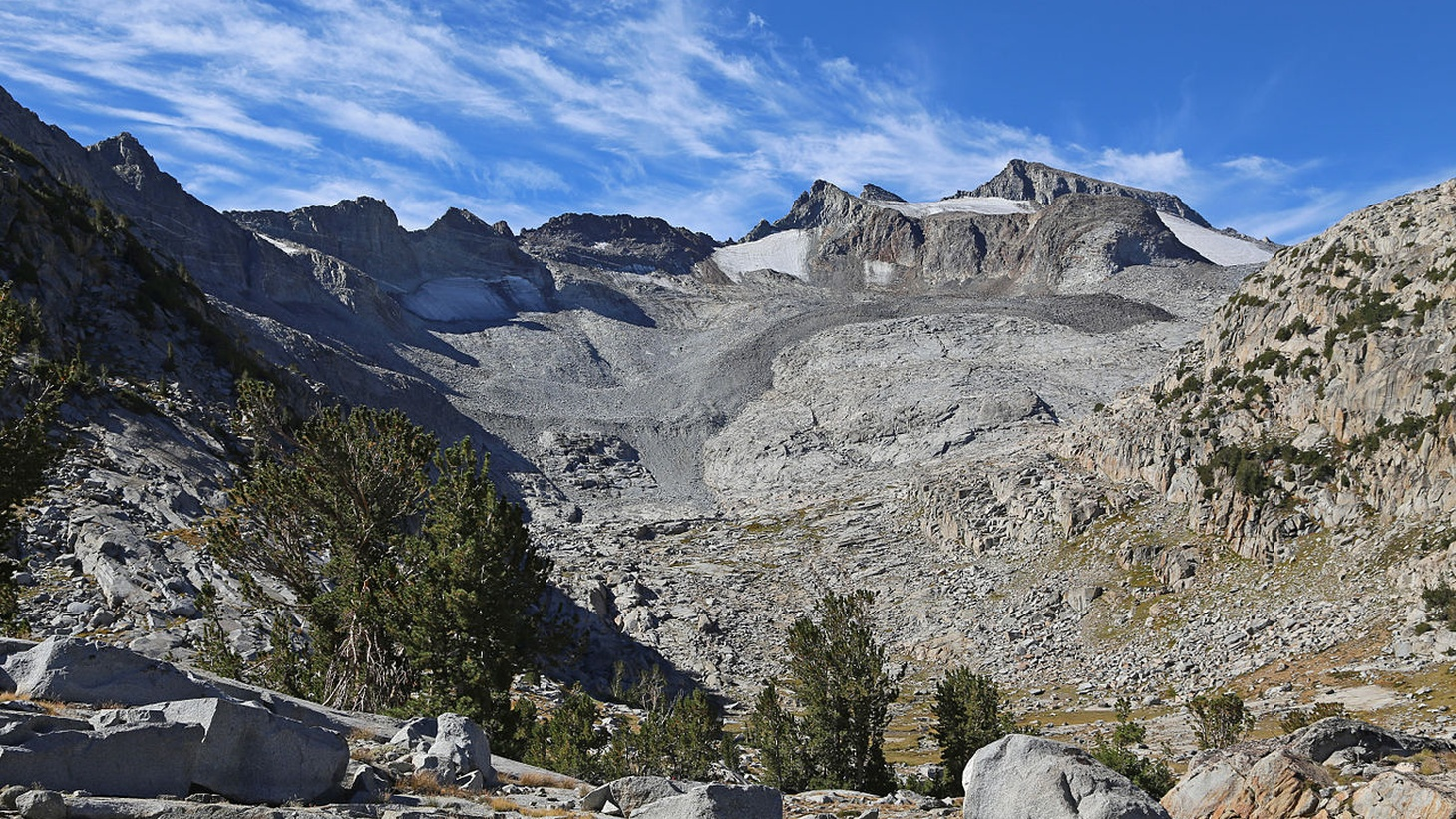 Mt Lyell, viewed from the John Muir Trail / Pacific Crest Trail on the shoulder North of Donahue Pass. Ansel Adams Wilderness, Sierra Nevada mountains, California.